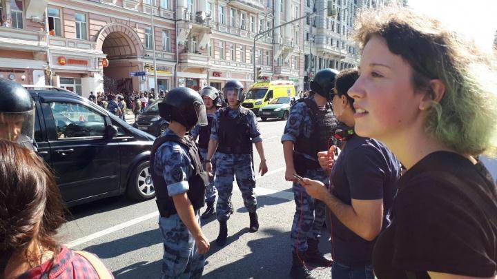 Заступилась за папу и попала в автозак: екатеринбурженка отсидела 10 суток после протестов в Москве