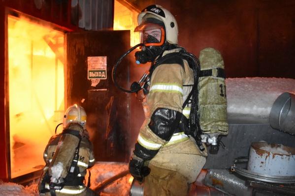 Пожар тушили 83 человека, среди которых 68 — сотрудники МЧС