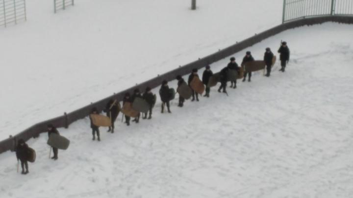 После занятий школьников со щитами и дубинками в Перми проверят программы патриотического воспитания
