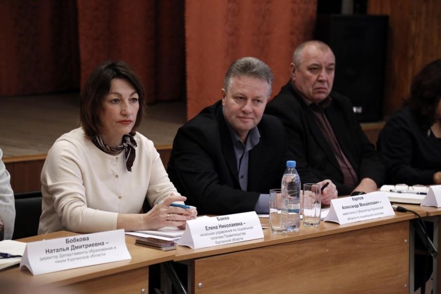 Комиссия выехала в Звериноголовский район, чтобы разобраться, как исполняют поручения губернатора