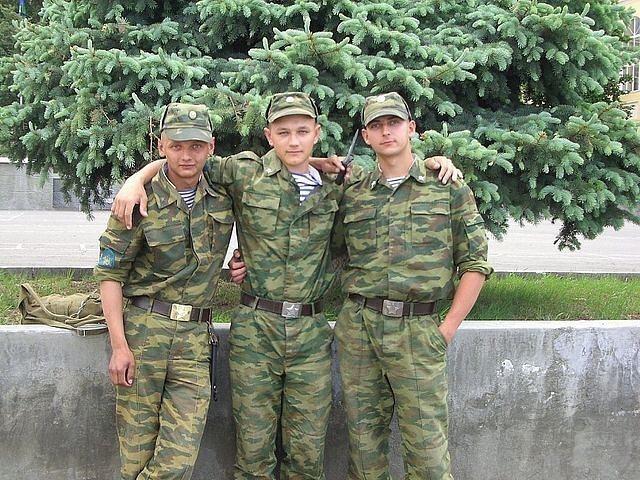 Служба 56 ДШБ 2009 г., на этом фото Рустам слева