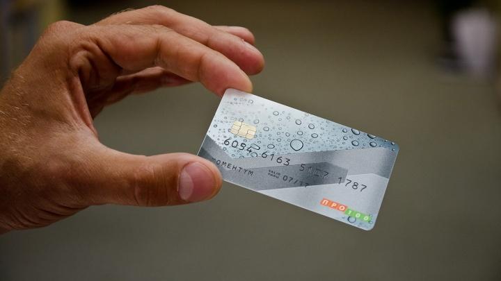 Хитрая девушка познакомилась с парнем в кафе и списала с его карты 100 тысяч