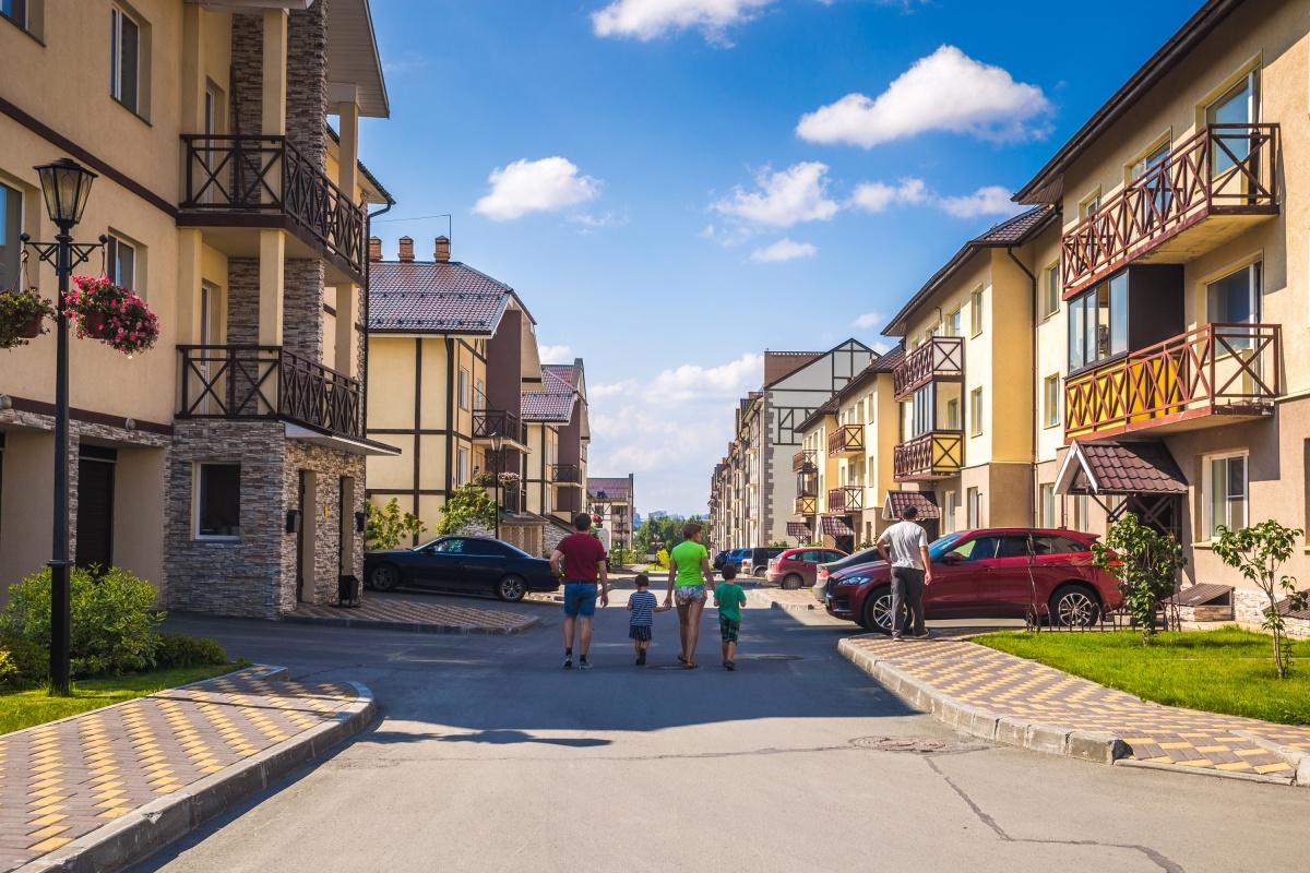 По данным Сибирского ГУ Банка России, изчетырёх рублей ипотечных кредитов три идут на покупку жилья на вторичном рынке. Общая сумма выданных кредитов на покупку жилья на вторичном рынке выросла на 16%, на рынке первичного жилья рост составил 3%