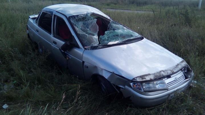 В Каргапольском районе перевернулся автомобиль ВАЗ-2110