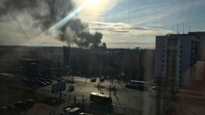 «Поджог совершили дети»: над Ярославлем поднялся чёрный дым
