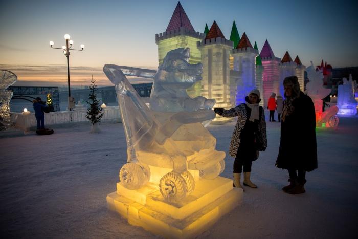 Ледовый городок открылся сегодня вечером на набережной Оби