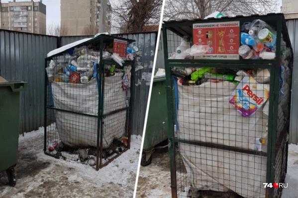 Контейнеры для раздельного сбора мусора стоят переполненными больше месяца, поэтому их решили вывезти