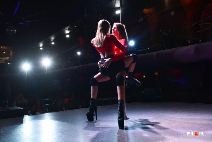 В exotic pole dance важны сексуальность и владение экспериментальной хореографией