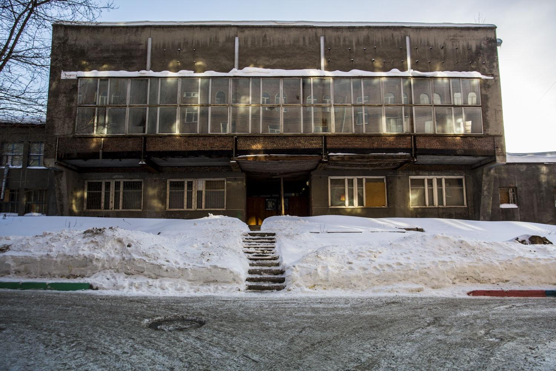 Здание сегодня не используется и постепенно разрушается