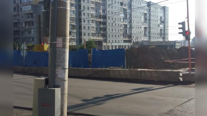 На Киренского пешеходы идут по дороге из-за отсутствия тротуаров