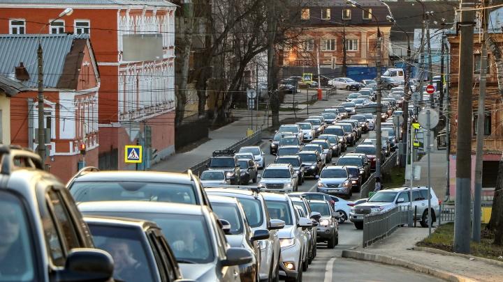 Утренние пробки в Нижнем: «встали» три моста и два проспекта