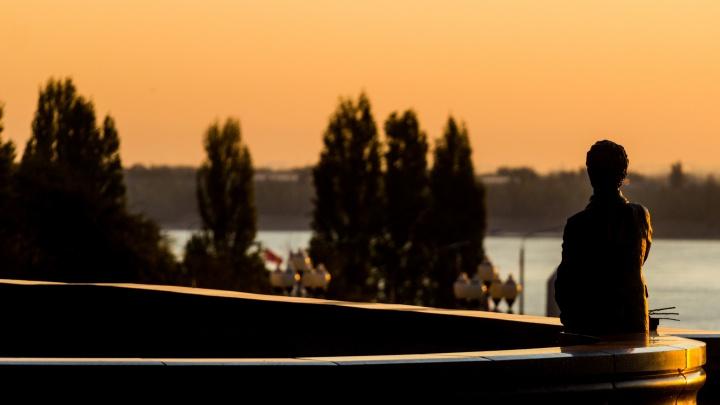 Волгоградский фотограф снял дивный золотой рассвет над Волгой