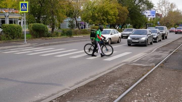 На Чернышевского установили камеру, следящую за пропуском пешеходов на «зебре»