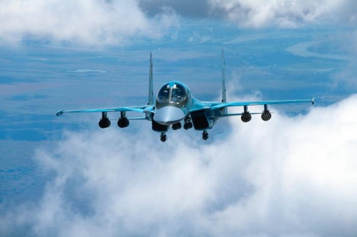 Су-34 занимались боевой подготовкой в небе