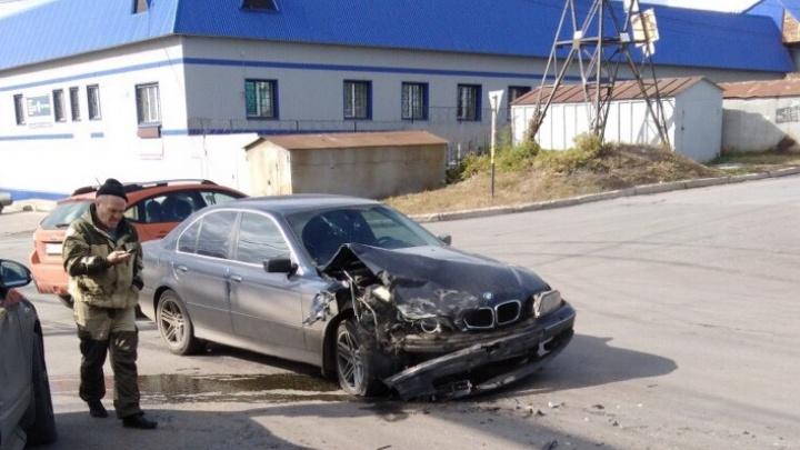 Капот в щепки: на Верхне-Карьерной разбились BMW и дорогой внедорожник