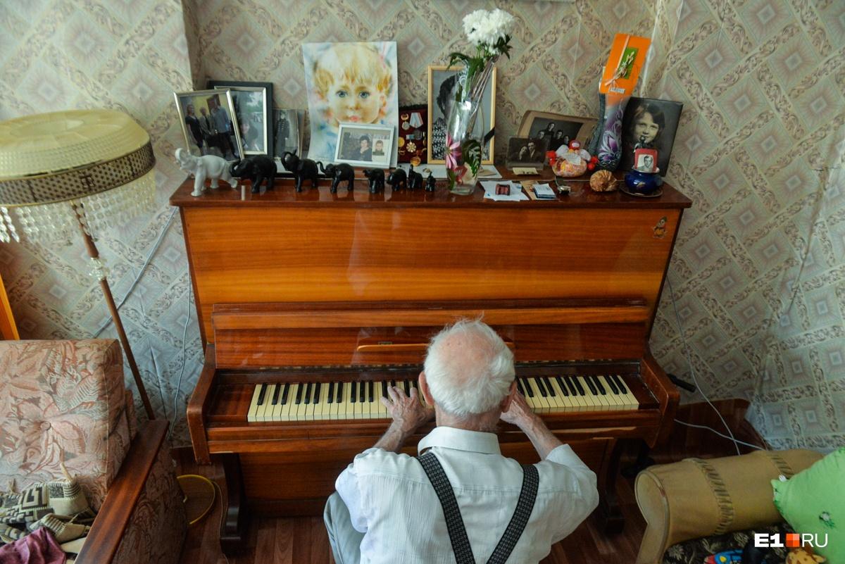 Но всегда оставался очень творческим и музыкальным