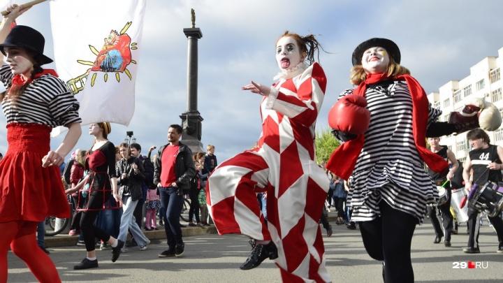 Начнем праздновать заранее: театр Панова представил полную программу юбилейных уличных театров