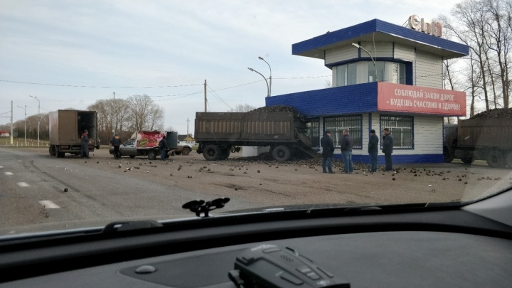 В Башкирии фура с прицепом влетела в бывшее здание ДПС
