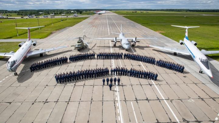 Мирного неба над головой: смотрим, как челябинская авиабаза отмечает 75-летний юбилей