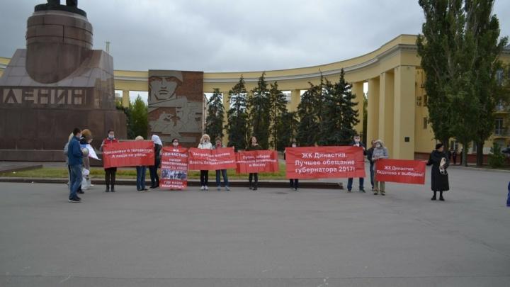 «Достройте или признайте, что обманули»: волгоградские дольщики вышли на митинг отчаяния