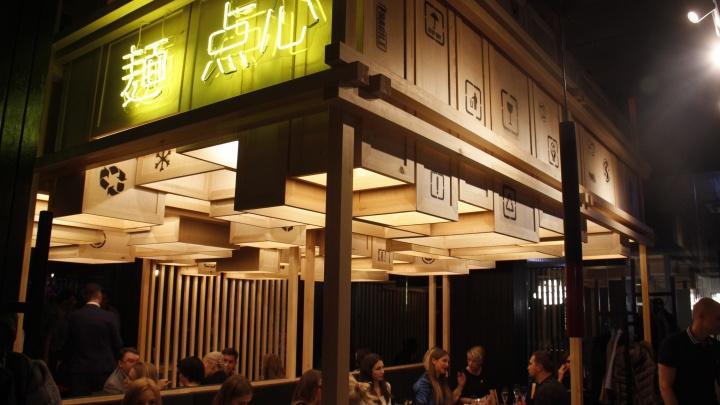 Денис Иванов открыл в холле отеля кафе в стиле азиатской уличной закусочной