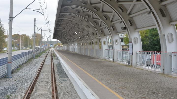 В Екатеринбурге грузовой поезд насмерть сбил женщину