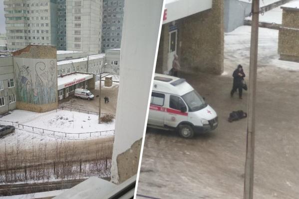 Врачи рассказали, что за пациент прилег отдохнуть возле приемного покоя больницы скорой медицинской помощи