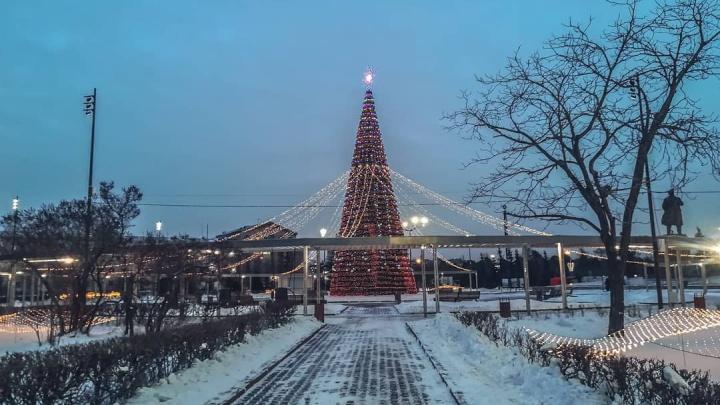 Впервые за 50 лет зажглась новогодняя елка на площади Революции. Красноярцы делятся впечатлениями