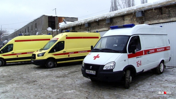 Не смогли проехать: бригада скорой добиралась на вызов в Самарской области пешком