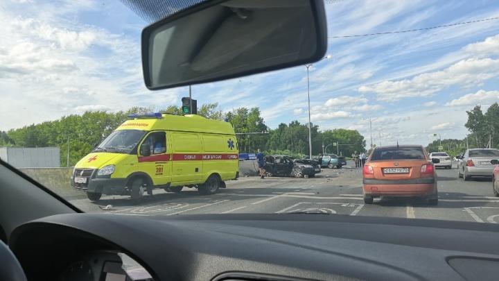 Снес иномарку, затормозил о бетонный блок: осудили 47-летнего виновника аварии на Барнаульской