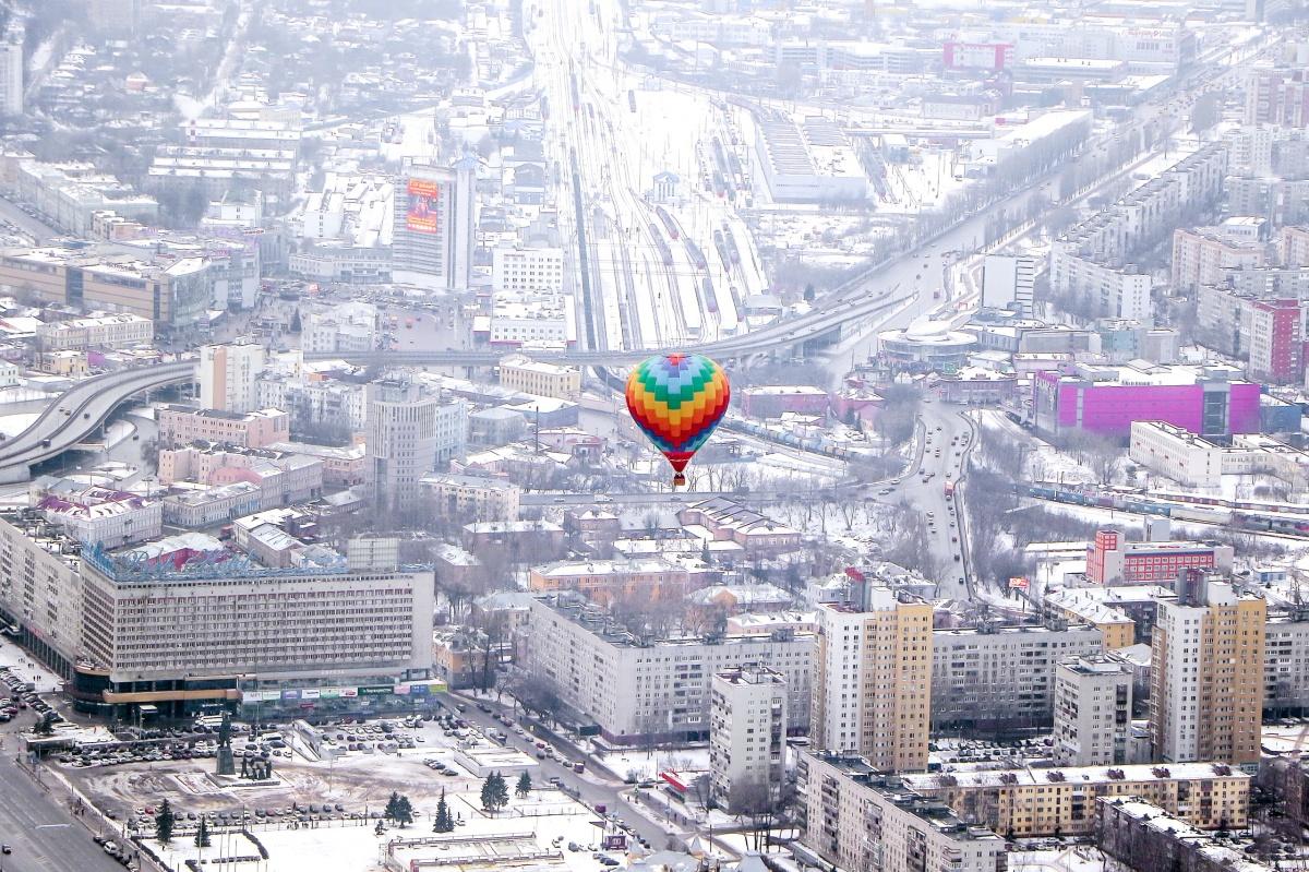 Праздничный и зимний Нижний Новгород с такой высоты выглядит даже эффектнее, чем летом