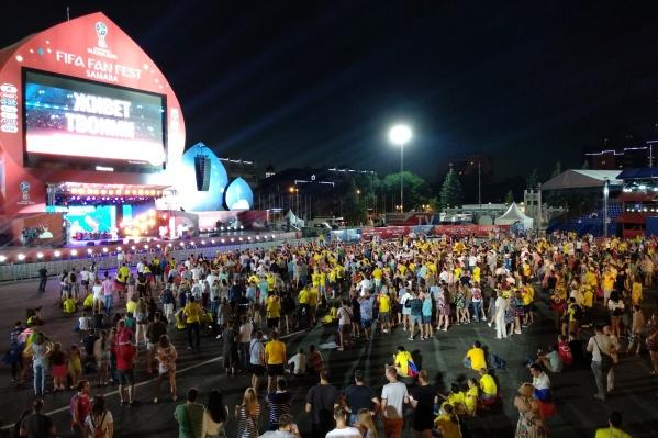 Площадь Куйбышева с болельщиками Колумбии