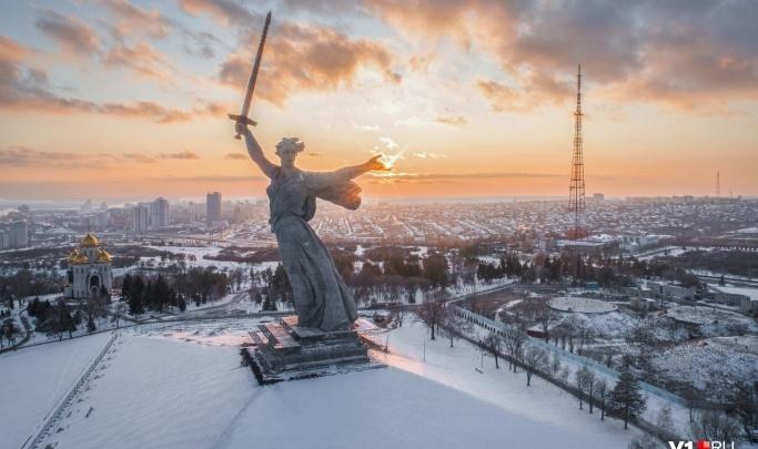 Депутатам Волгоградской облдумы понадобилось 60 статуэток Родины-матери