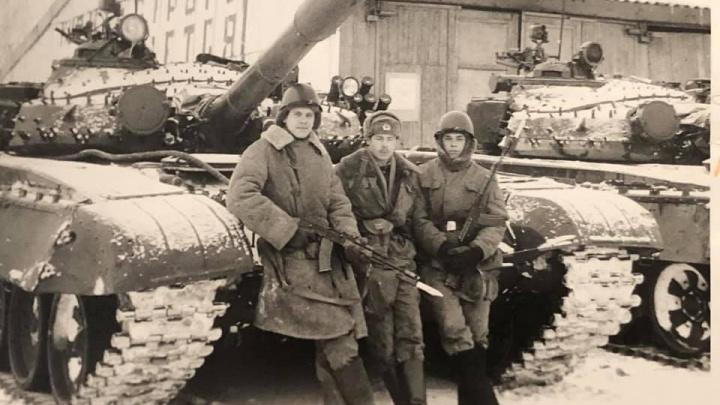 Вспоминают армию и принимают поздравления от любимых: красноярские мужчины справляют 23 февраля