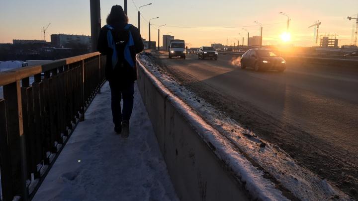 Отмена занятий, лютые цены на такси и меховые подштанники: в Челябинск вернулся 30-градусный мороз