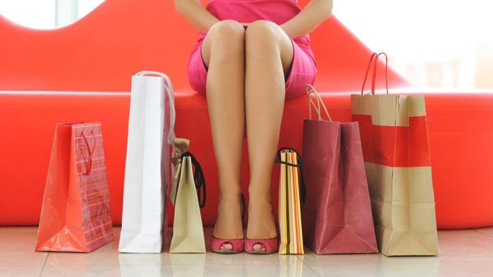 «Праздника три, а зарплата одна»: как не разориться на подарках в феврале и марте