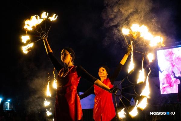 Самой запоминающейся частью праздника стало, конечно, выступление «театра огня».