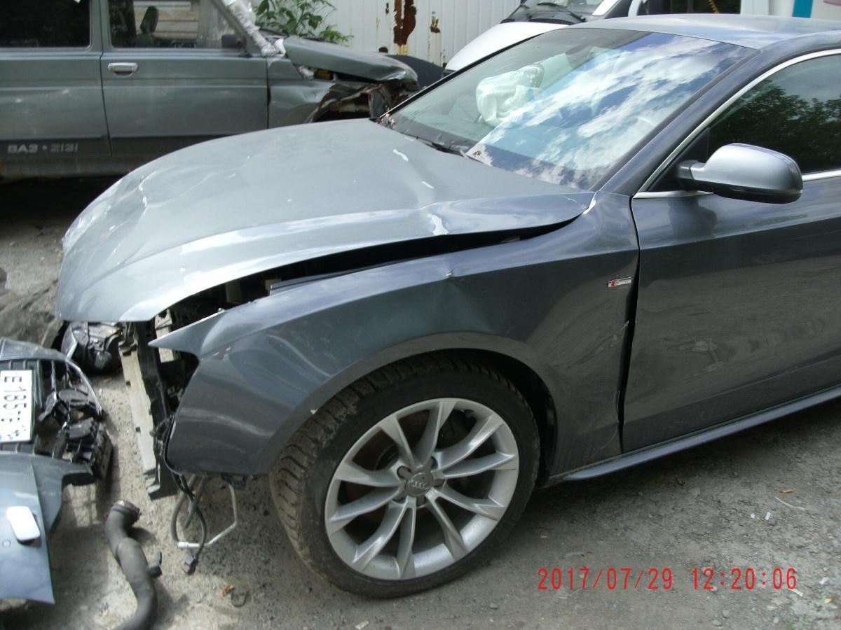 Разбитые машины аферисты пригоняли в страховые компании и просили компенсировать ущерб