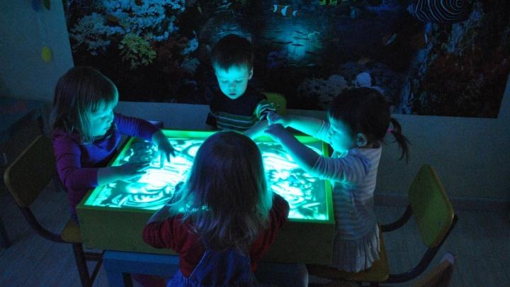 В «Ясной поляне» выставили на продажу мини-детсад, в котором учат рисовать песком