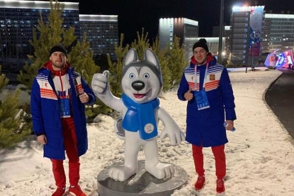 Новосибирцы Денис Петров (справа) и Сергей Ган сыграют за сборную России по хоккею с мячом на Универсиаде-2019