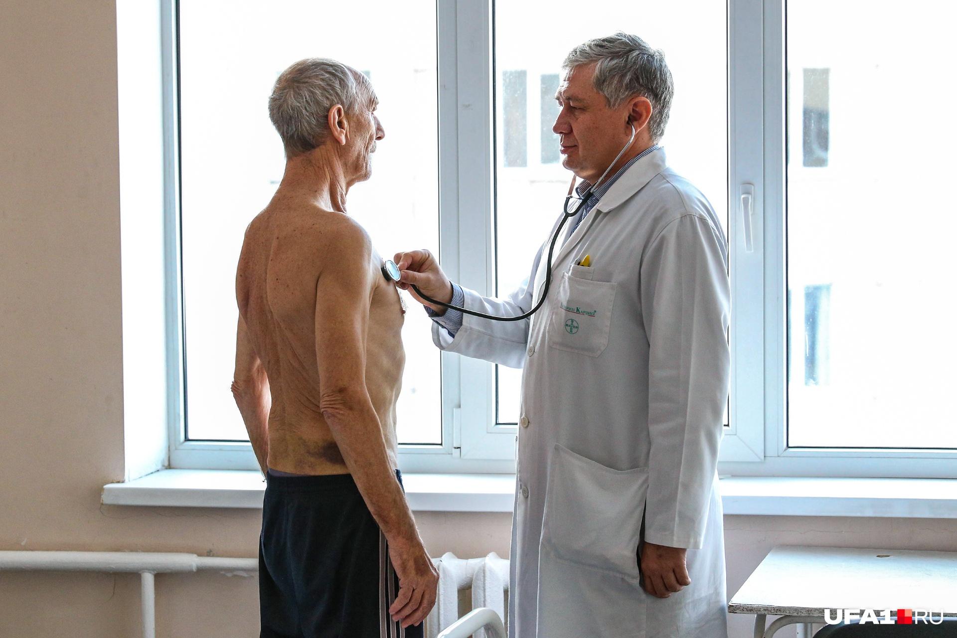 Важно вовремя распознать осложнение простуды и обратиться к врачу