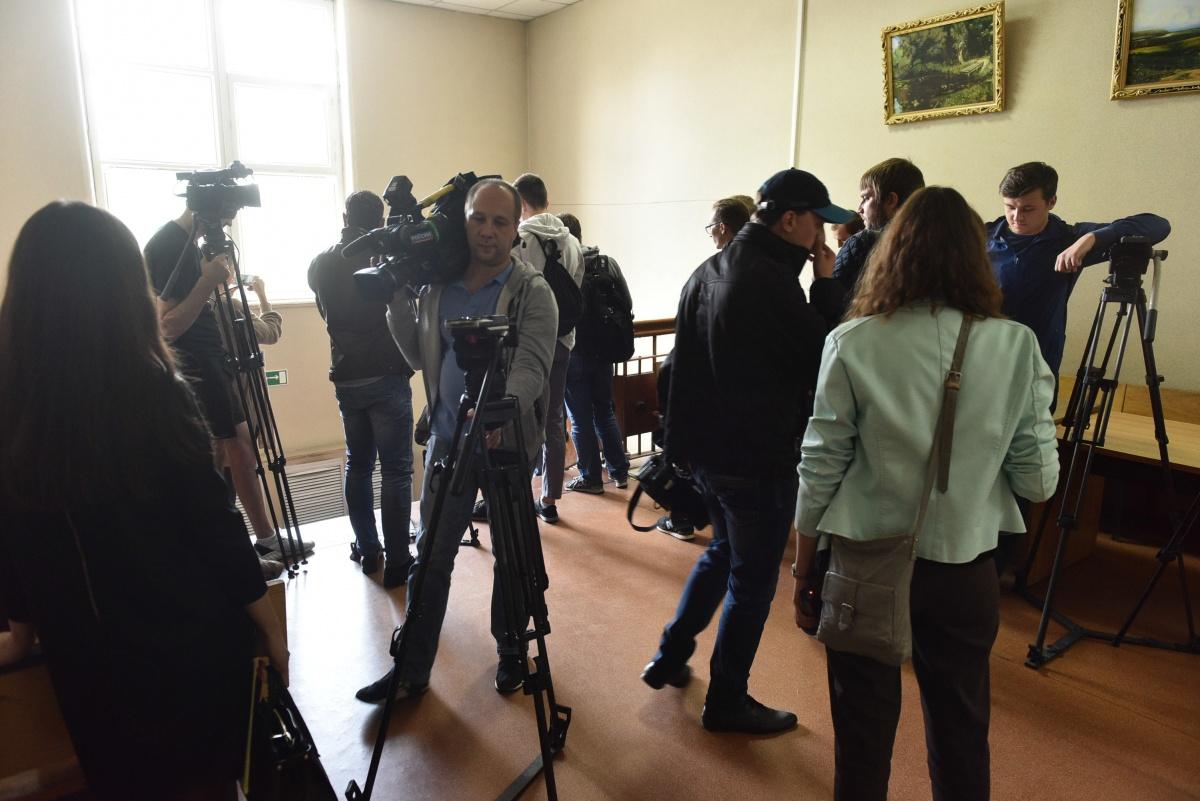 Журналистов отправили на второй этаж