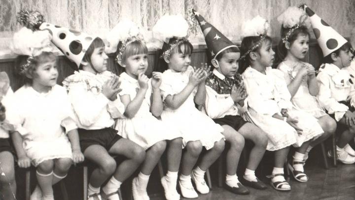 Бусы с цыганки и гусиные перья: как в Волгограде менялась мода на новогодние костюмы для малышей