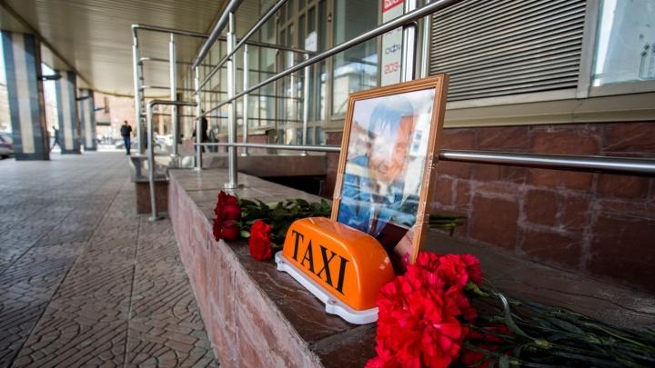 «Ему попался шизанутый пассажир»: новосибирские таксисты устроили митинг в память об убитом коллеге
