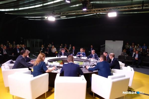 Проблемы доходов россиян и ритейла обсудили на круглом столе на КЭФе