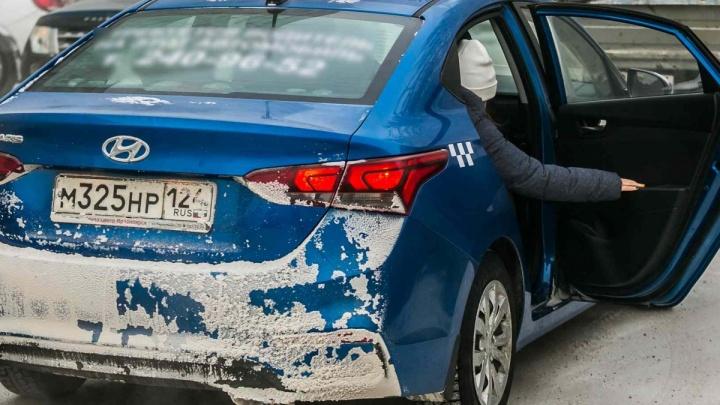Чиновники согласились пускать в периметр безопасности объектов Универсиады только новые машины такси