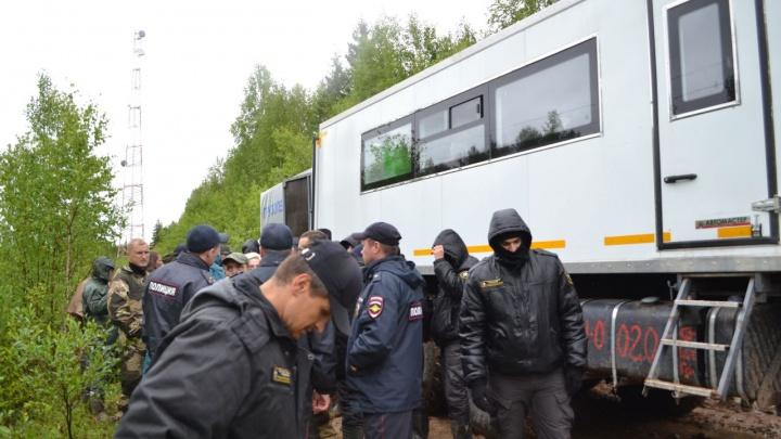 «Уронили на печку и столкнули в канаву»: активисты сообщили, что пострадали на Шиесе из-за охраны