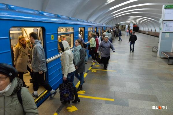 Школьникам вернут льготный проезд в метро