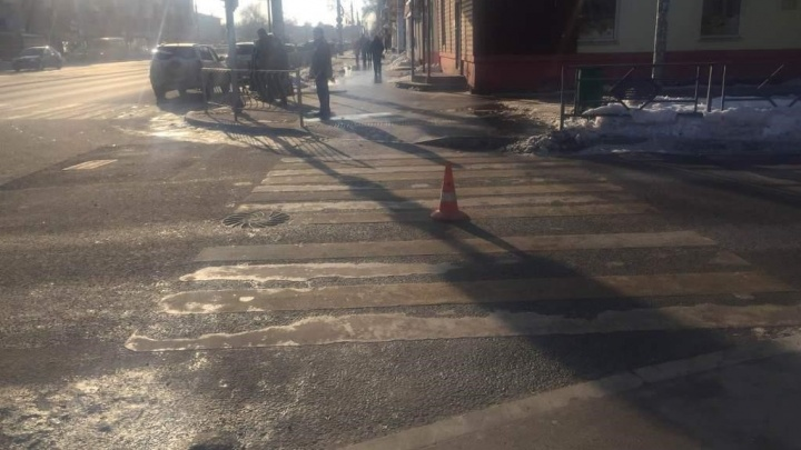 «Переходила на красный»: в Самаре на перекрестке сбили девушку