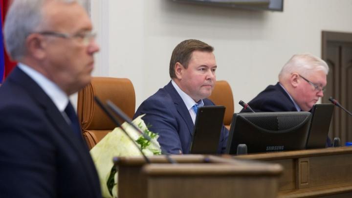Расходы на содержание губернатора и депутатов решено увеличить на десятки миллионов